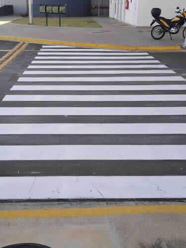 Faixas para Pedestres com Faixas de Sinalização