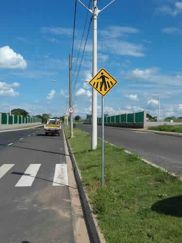 Placas de Trânsito com Tachinhas e Tachões