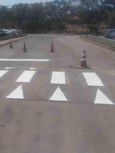 Lombadas e Cones para Sinalização de Avenidas